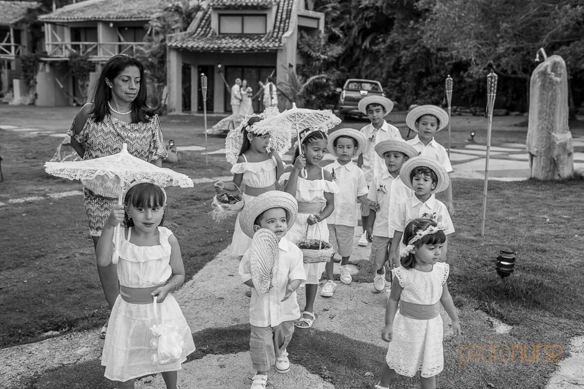 cortejo ninos en boda posada 7 mares
