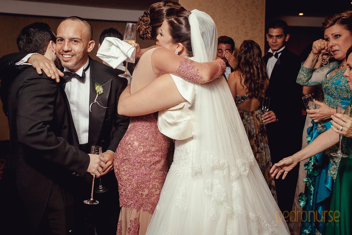 abrazo hermanas boda en hotel eurobuilding caracas