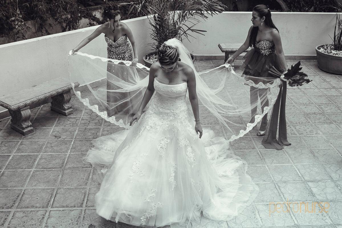 fotos de arreglo de velo de novia boda iglesia san charbel caracas venezuela