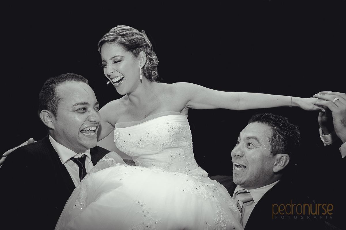 fotografia de novia celebrando boda caracas quinta versalles