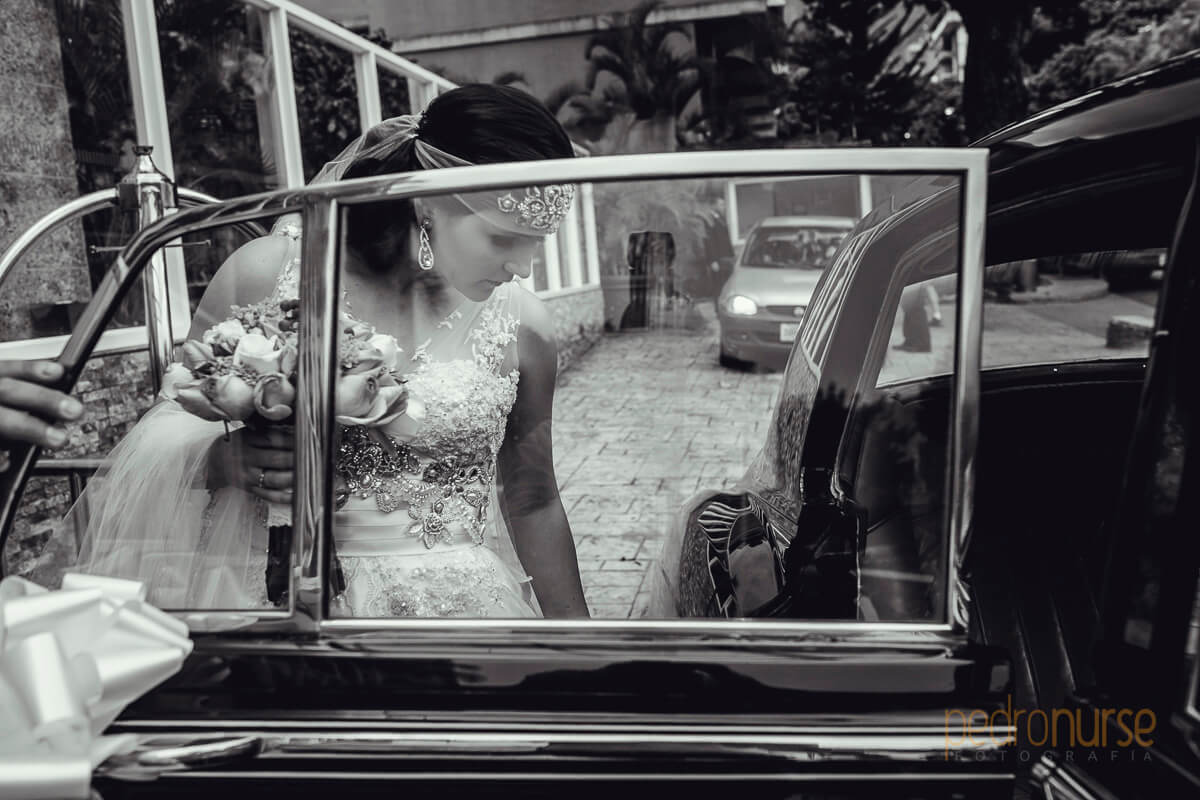 fotos de novia entrando a carro clasico caracas