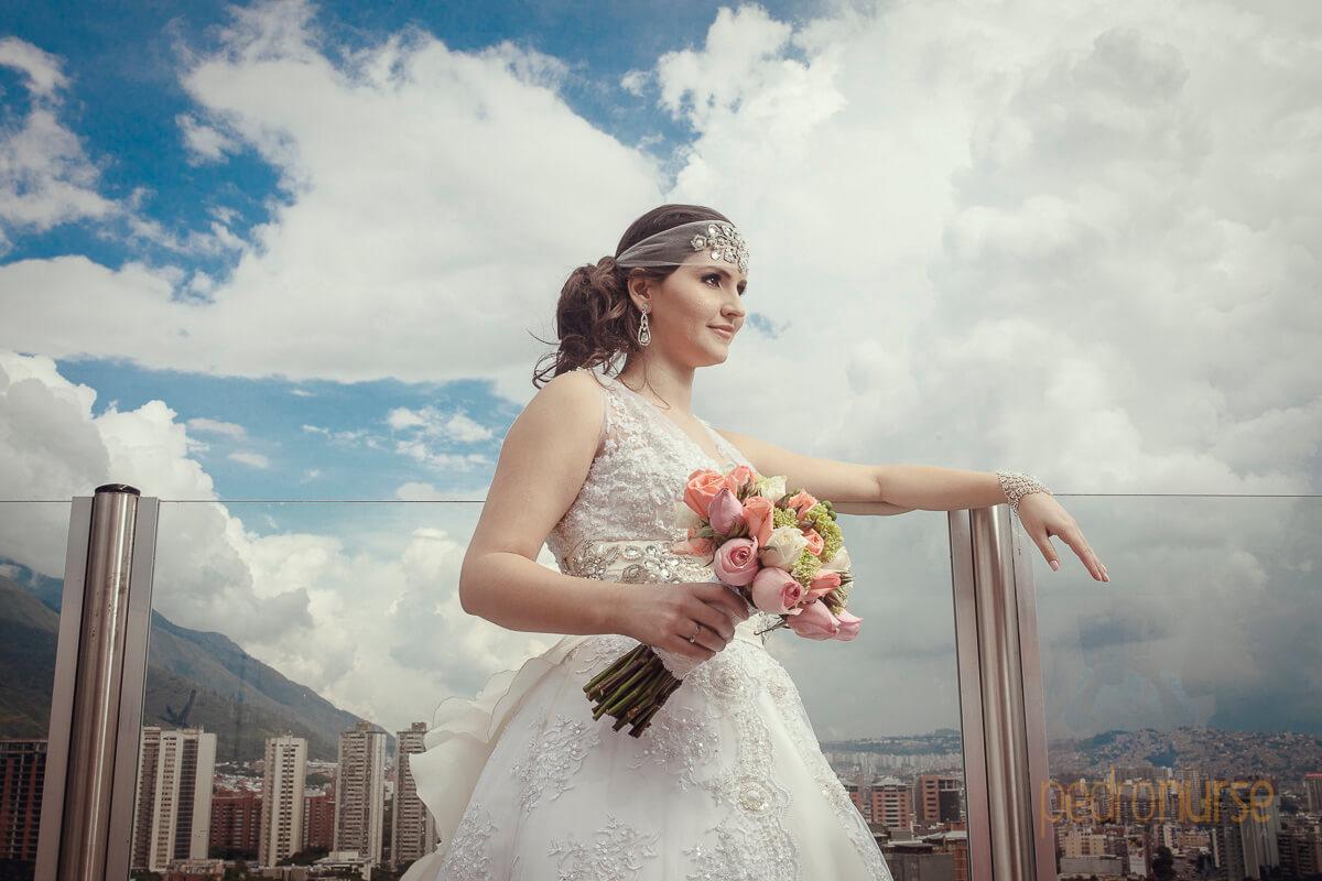 fotos de sesion de novia con cielo azul