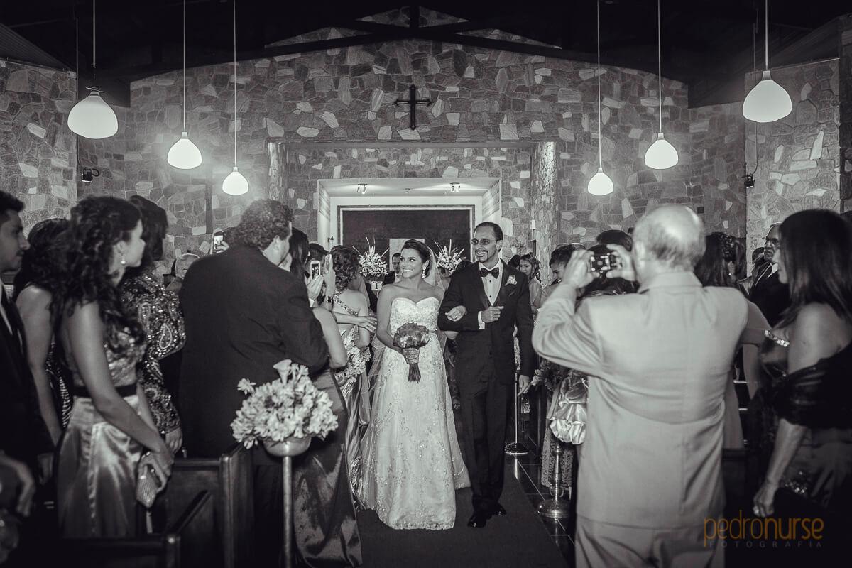 fotos de novia novio saliendo de Bod en iglesia anglicana venezuela