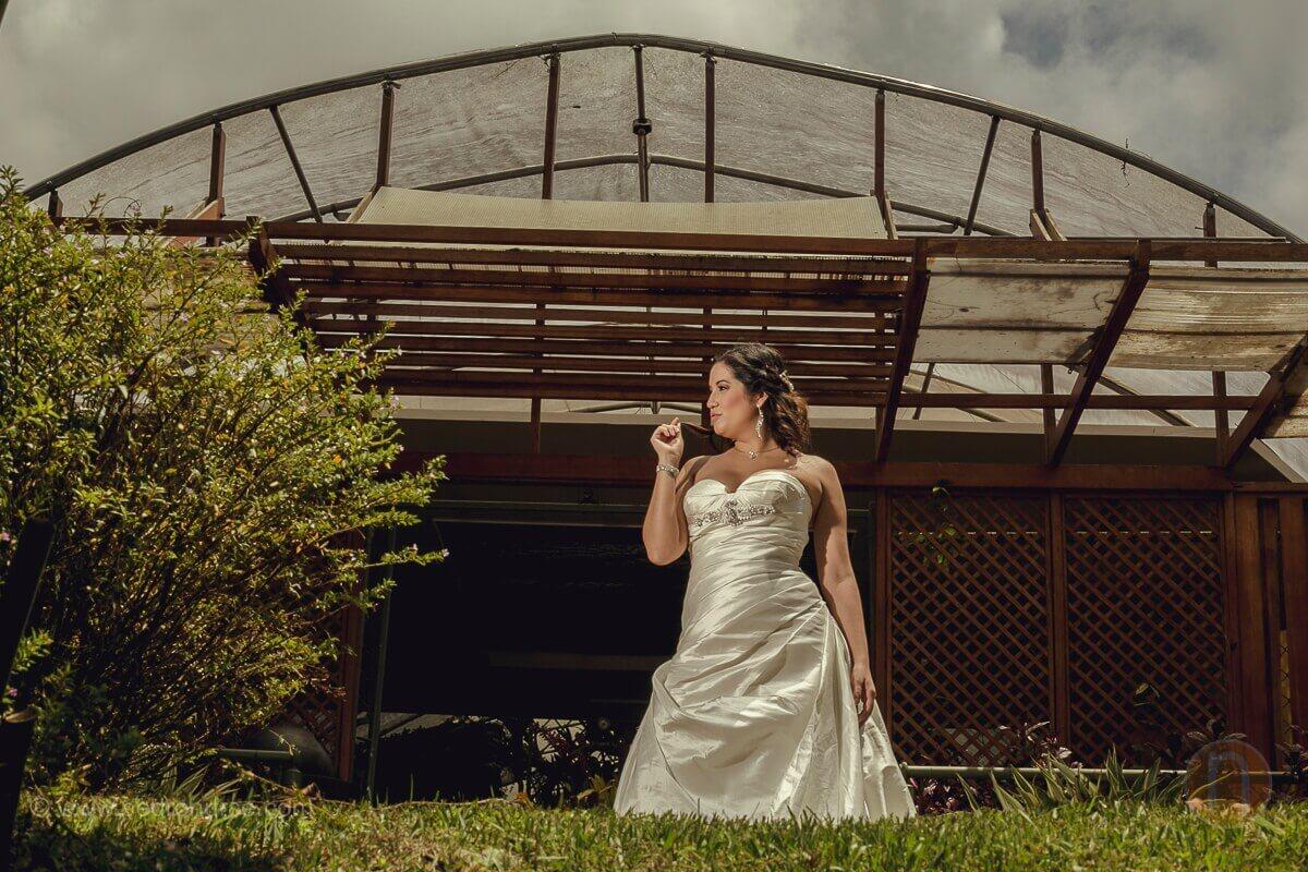 alejandra una novia muy original durante sesion fotos post boda