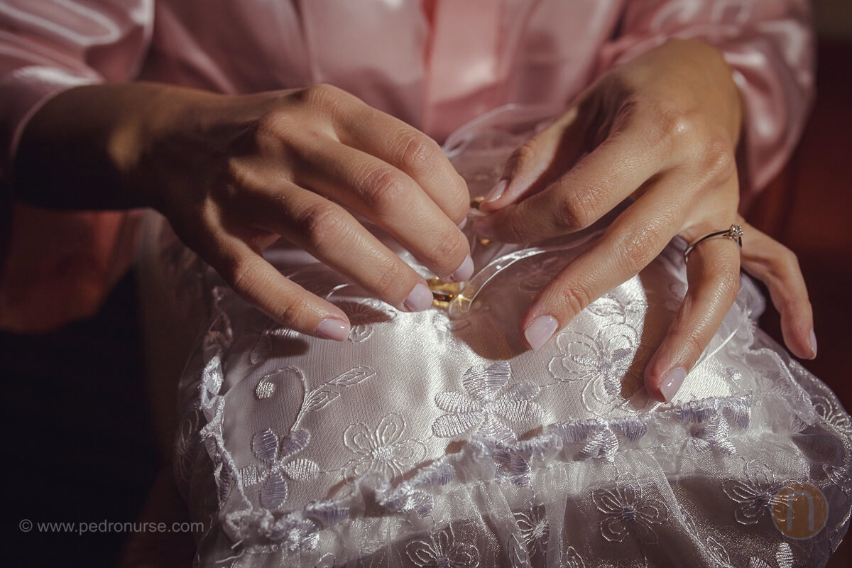 fotos de almohada anillos de boda en hotel renaissance caracas