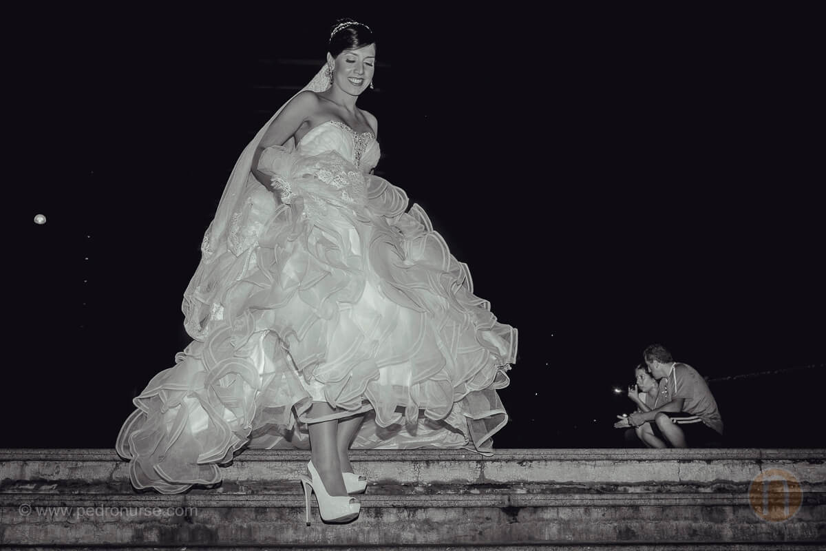 fotos de novia paseando en plaza los palos grandes chacao caracas