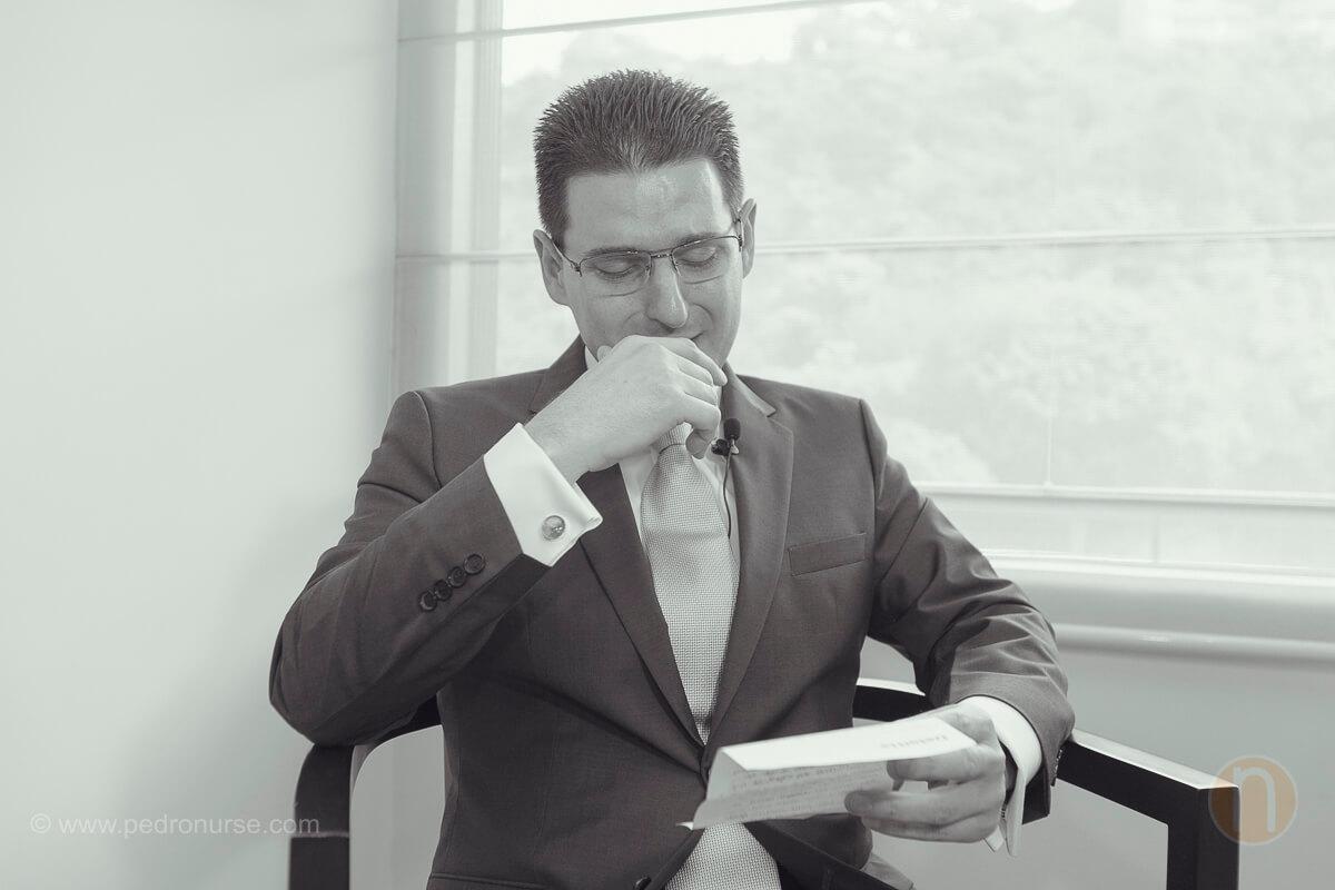 fotos de novio llorando al leer carta de novia antes de boda en caracas quinta vista hermosa