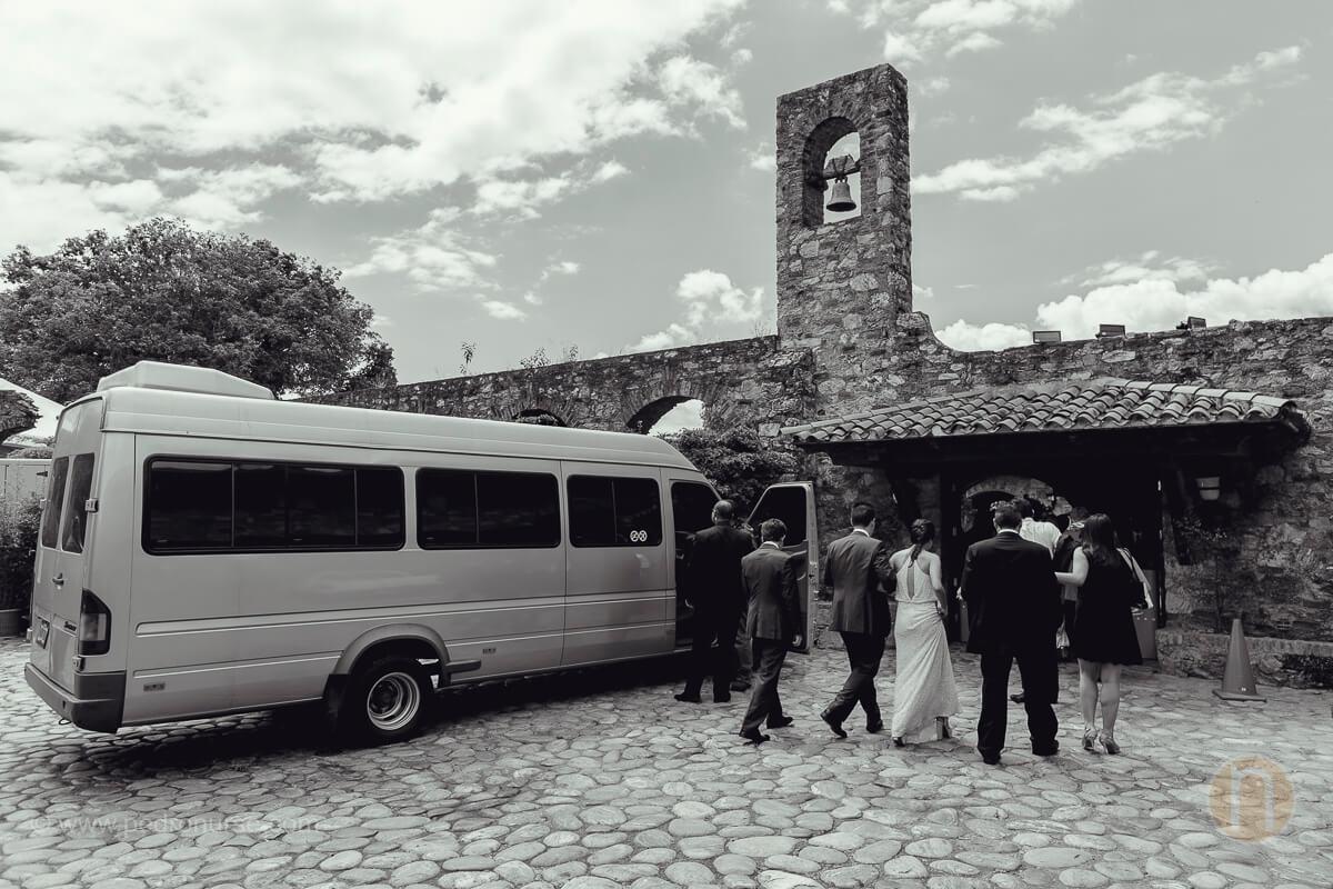 fotos de invitados llegando a boda en quinta vista hermosa san roman caracas