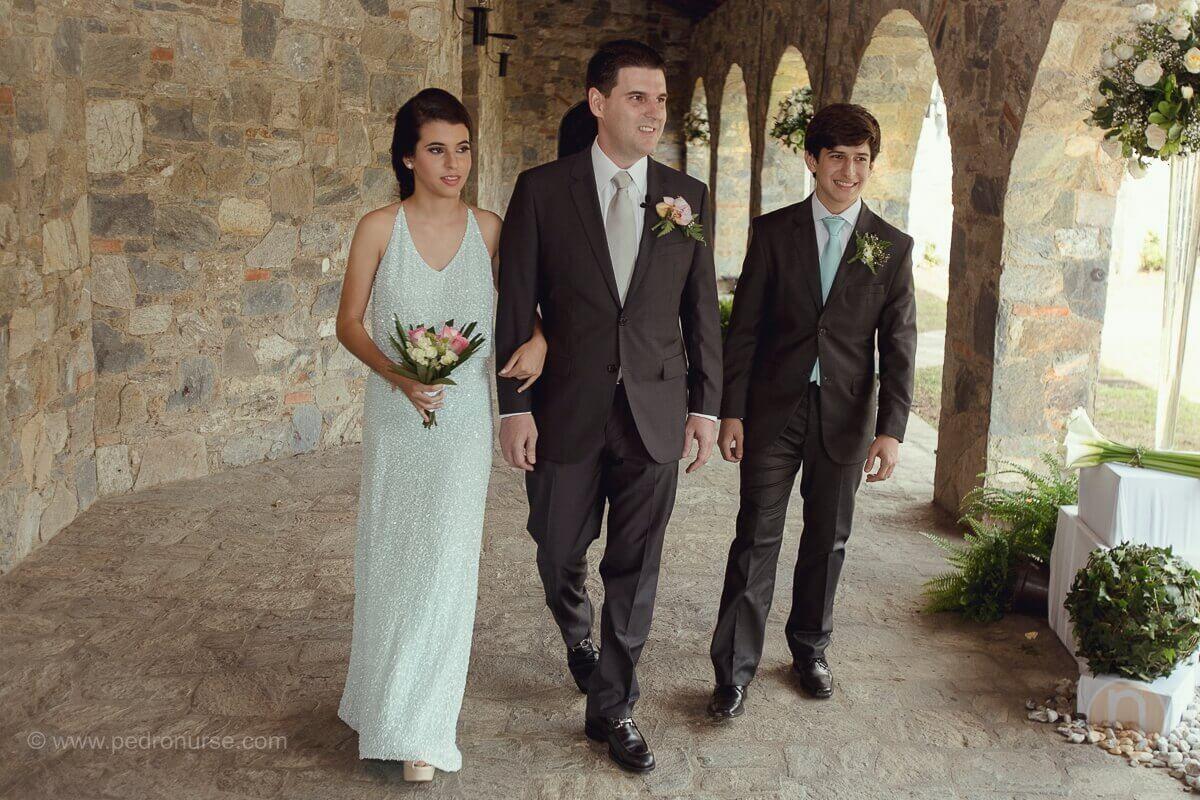 fotos de novio camino al altar con sus hijos en boda quinta vista hermosa san roman caracas