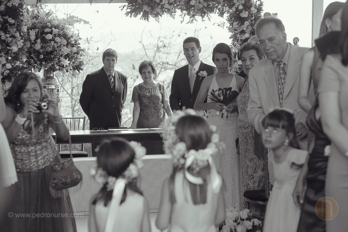 fotos de novio esperando en alta a novia en quinta vista hermosa san roman caracas