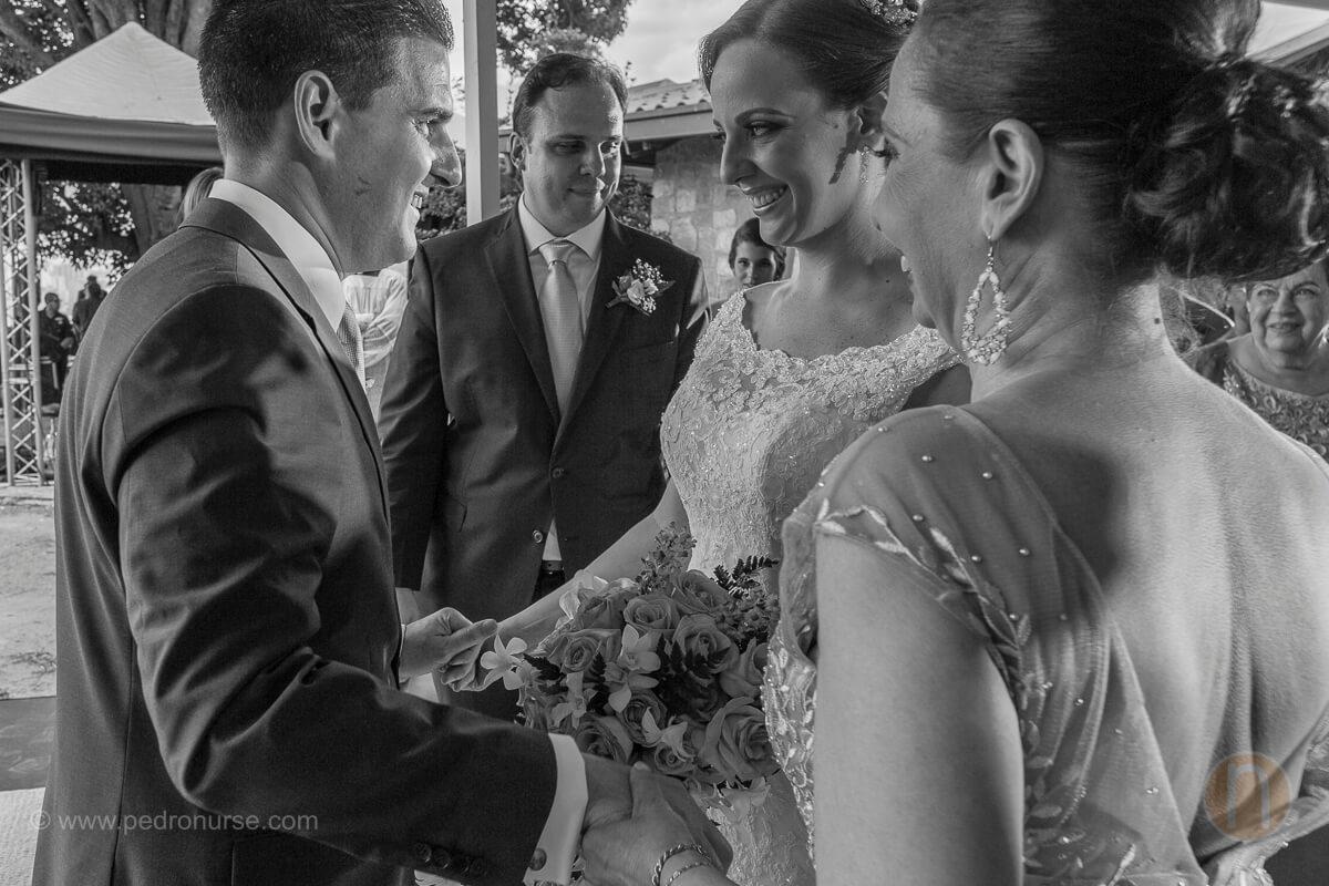 fotos de novio recibe novias en altar en boda quinta vista hermosa san roman caracas