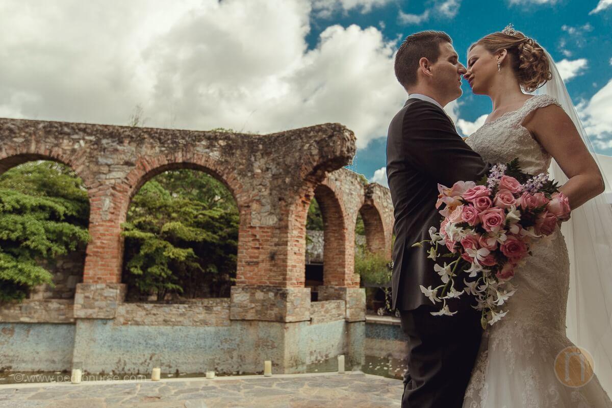 fotos de sesion de novios en boda en quinta vista hermosa de caracas