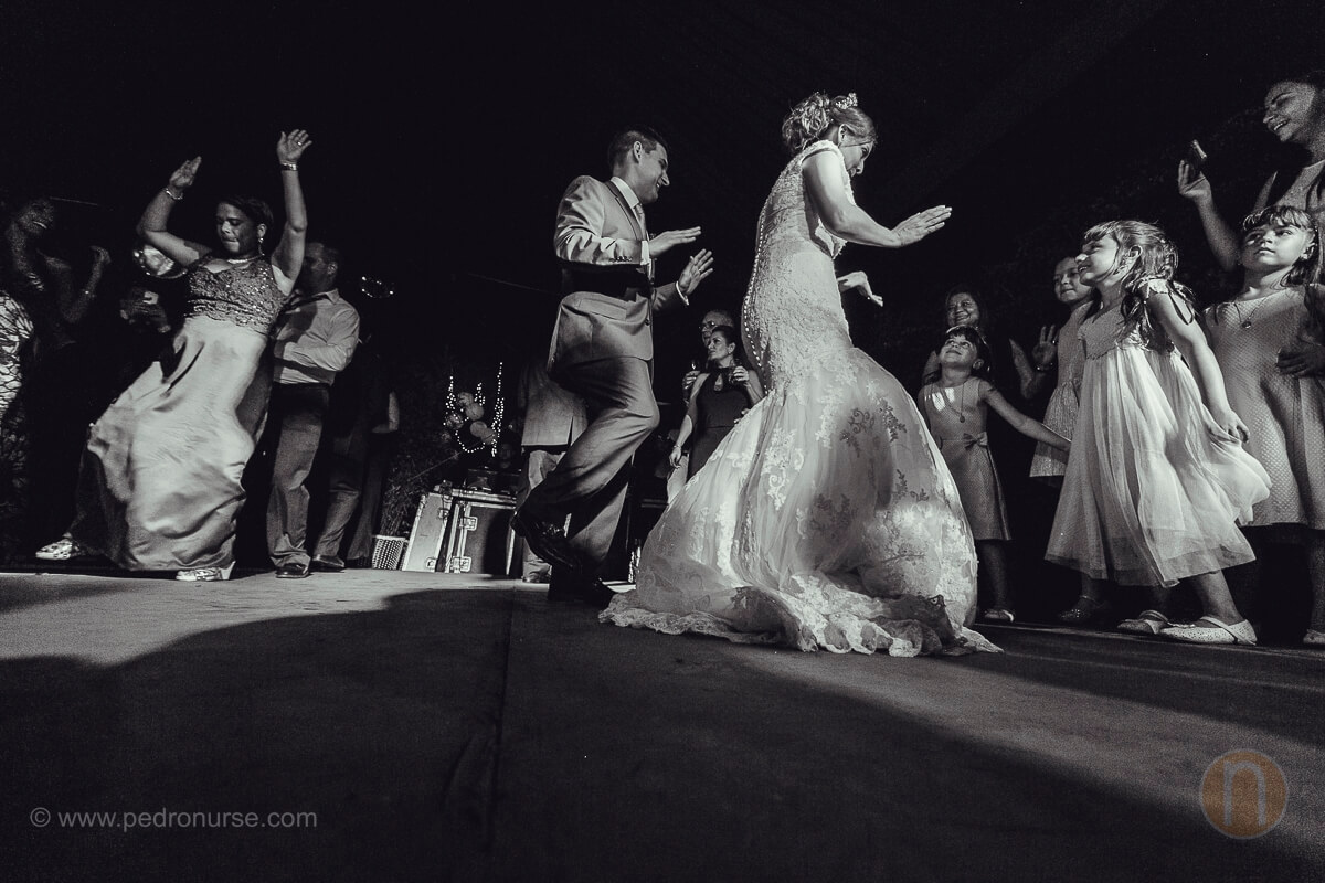fotos de pareja de novia novio en hora loca cotillon en castillo de san roman caracas venezuela