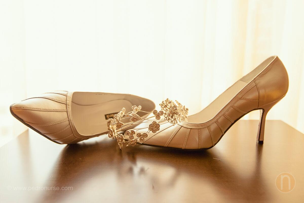 fotos de zapatos y tocado de novia