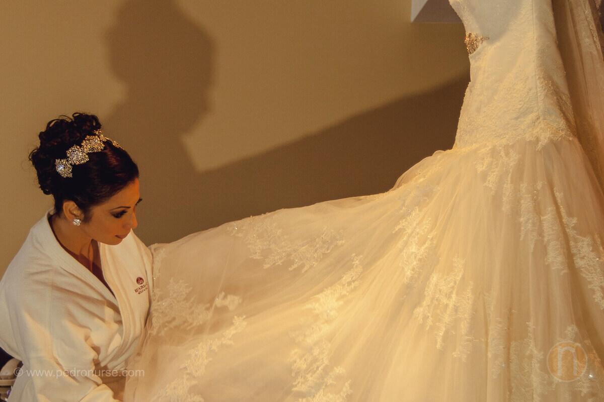 fotos de novia viendo su vestido en hotel otos de preparativos de novia en hotel renaissance caracas