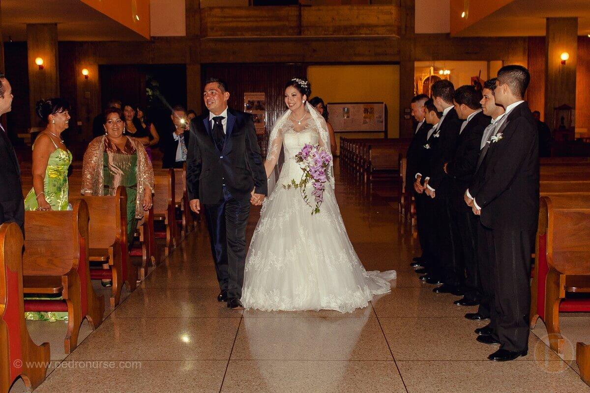 fotos de novio novia en boda en iglesia san bernardino de siena caracas