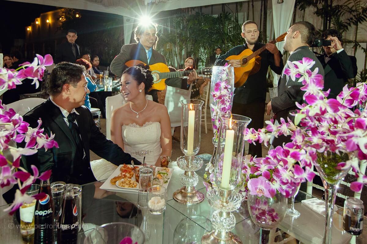 fotos de serenata de trio en boda en quinta versalles caracas