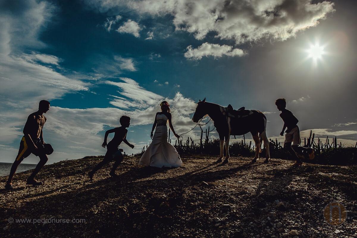 atardecer en isla de margarita post bodas novia ninos caballos