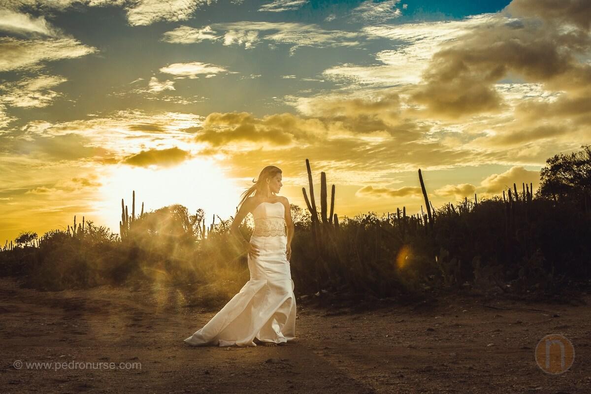 atardecer novia en trash the dress peninsula de macanao