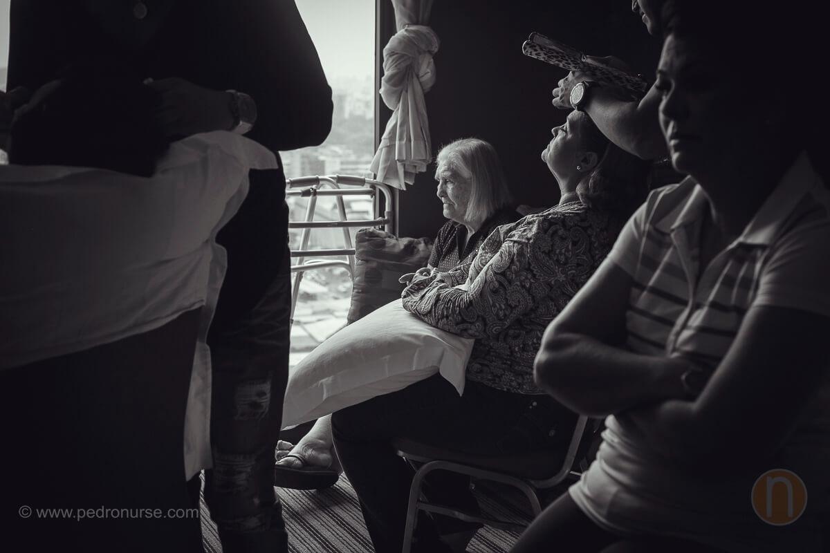 fotos de abuela y familia de novia en preparativos en hotel renaissance caracas