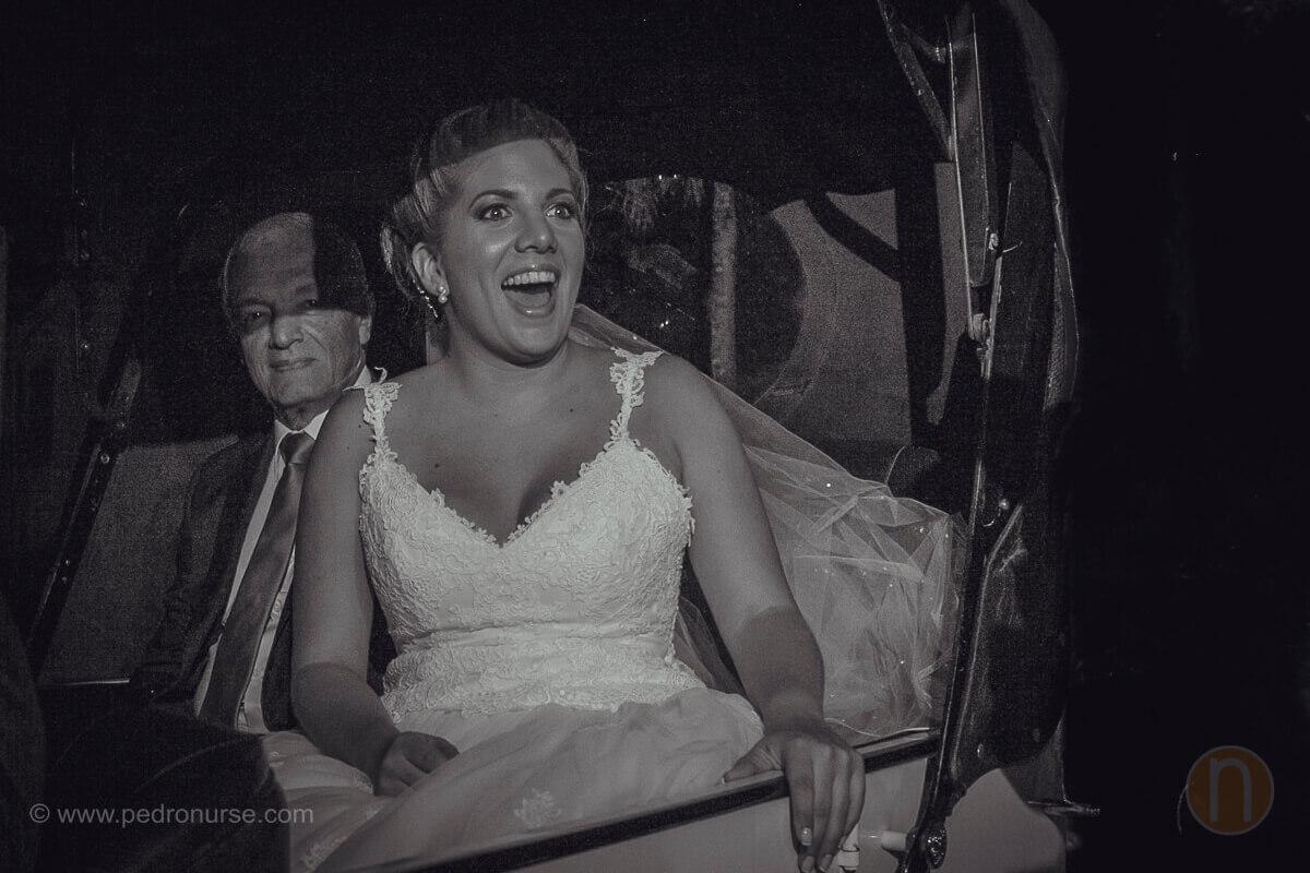 fotos de novia en carro clasico en iglesia caridad del cobre caracas