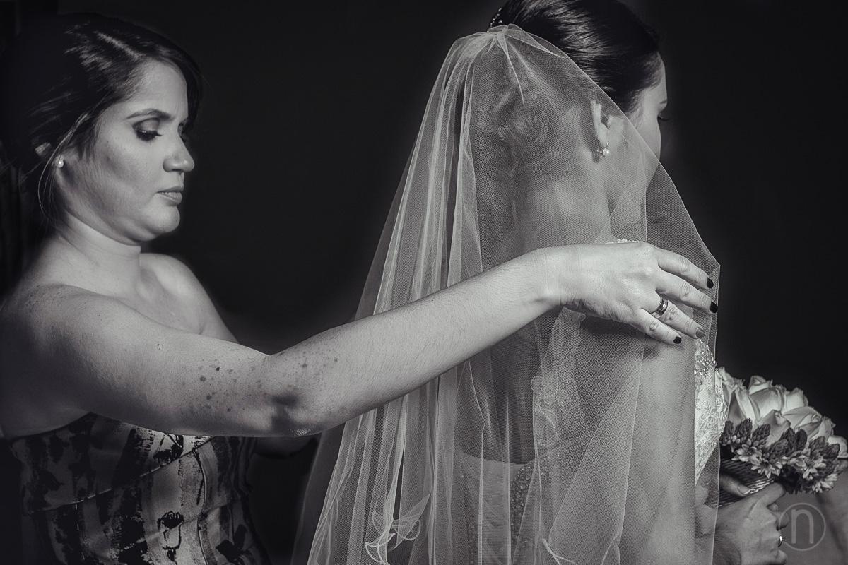 fotos hermana ayudando novia en boda en caracas