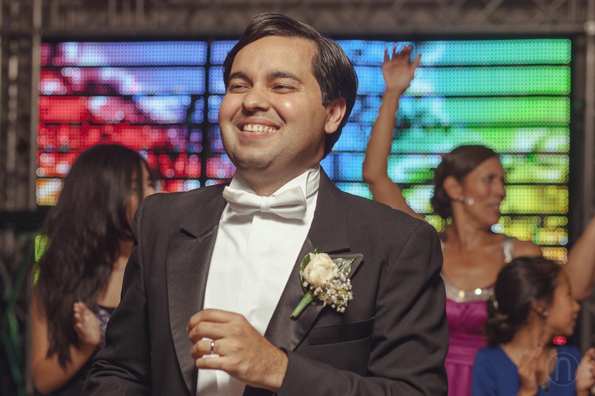 fotos de novio disfrutando y bailando en boda en jw marriott caracas
