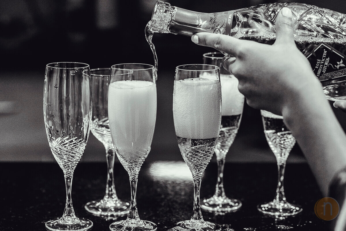 fotos de copas en brindis con champagne boda