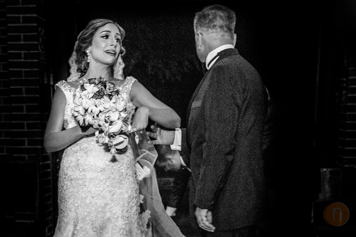 fotos de novia entrando a la iglesia cumbres de curumo