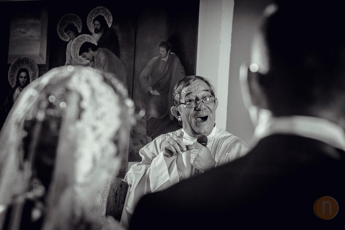 fotos de misa de bodas con sacerdote en iglesia de caracas