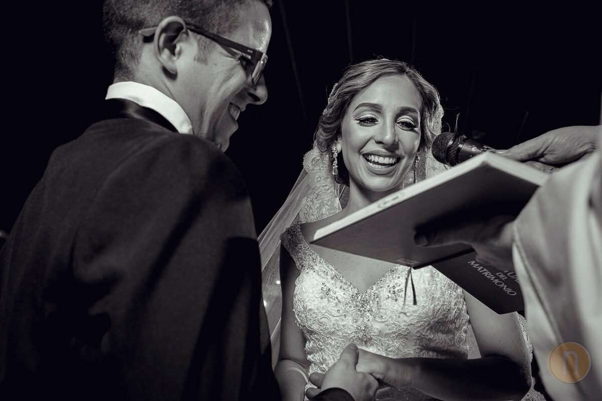 fotos de votos de matrimonio en misa de kris y tony