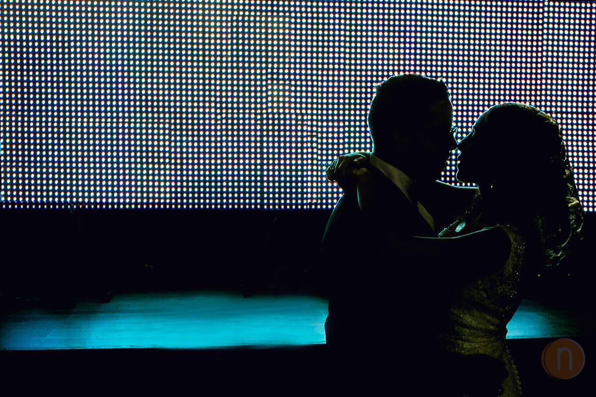fotos de novios bailando en hora loca salon windsor banquetes gales