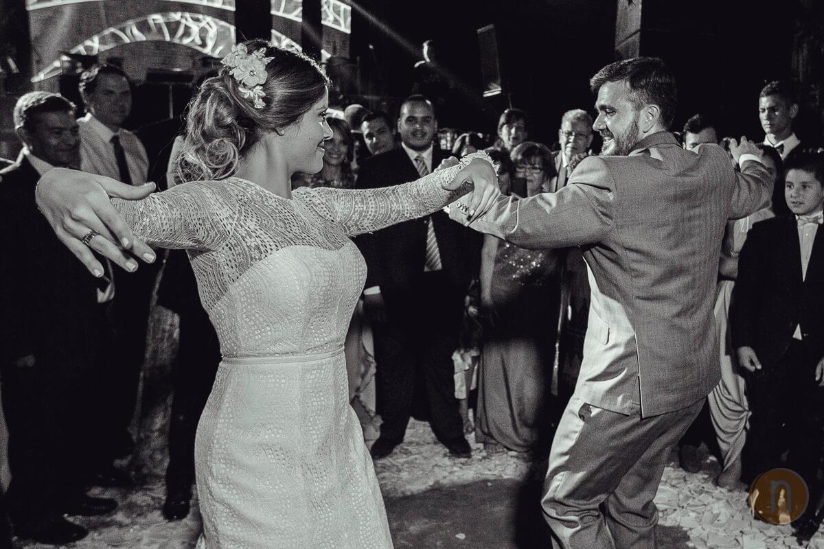 fotos de pareja novio novia bailando boda en barquisimeto hacienda agua viva