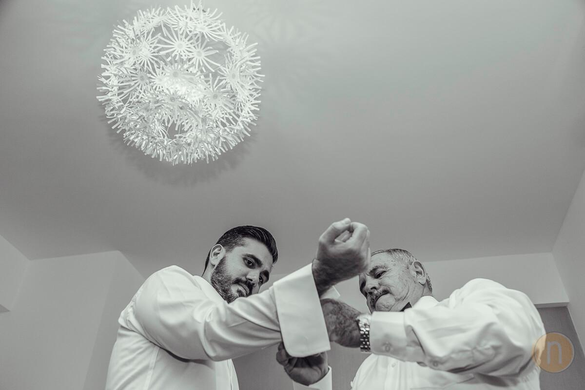 Fotos de Preparativos novio con padre en boda en barquisimeto