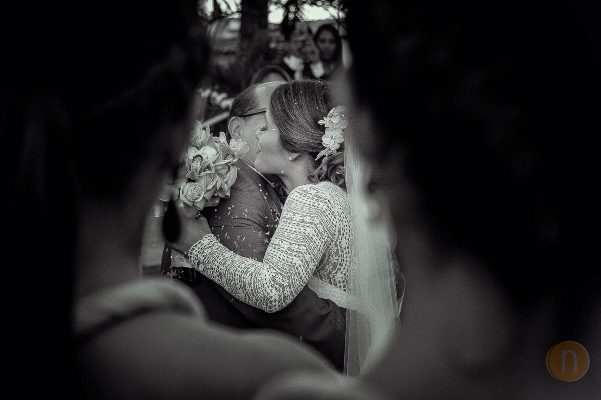 fotos de abrazo emotivo novia con su papa bodas en barquisimeto venezuela