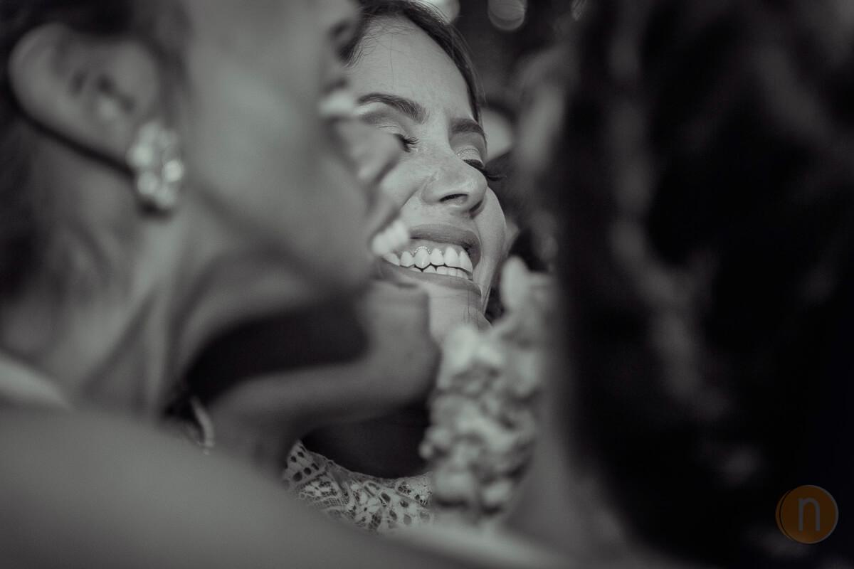fotos de espectacular momento de novia con su cortejo risas boda en barquisimeto