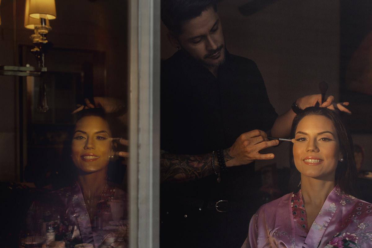 Novia maquillándose, preparativos de novia, getting ready, maquillando a novia para boda, Bodas en Caracas, bodas en Venezuela, Fotografo Venezolano